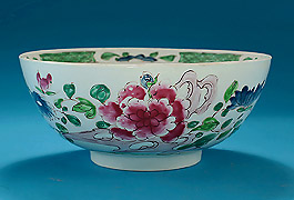 Early_Bow_Porcelain_Famille_Rose_Large_Punch_Bowl_c1753