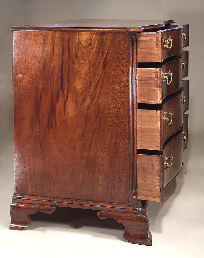 Fine_Early_George_III_Mahogany_Serpentine_Chest_c1760_dovetails