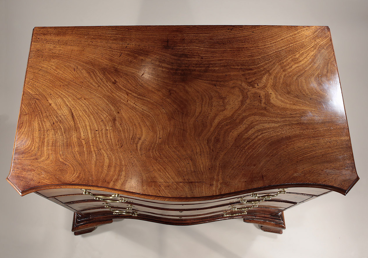Fine_Early_George_III_Mahogany_Serpentine_Chest_c1760_top