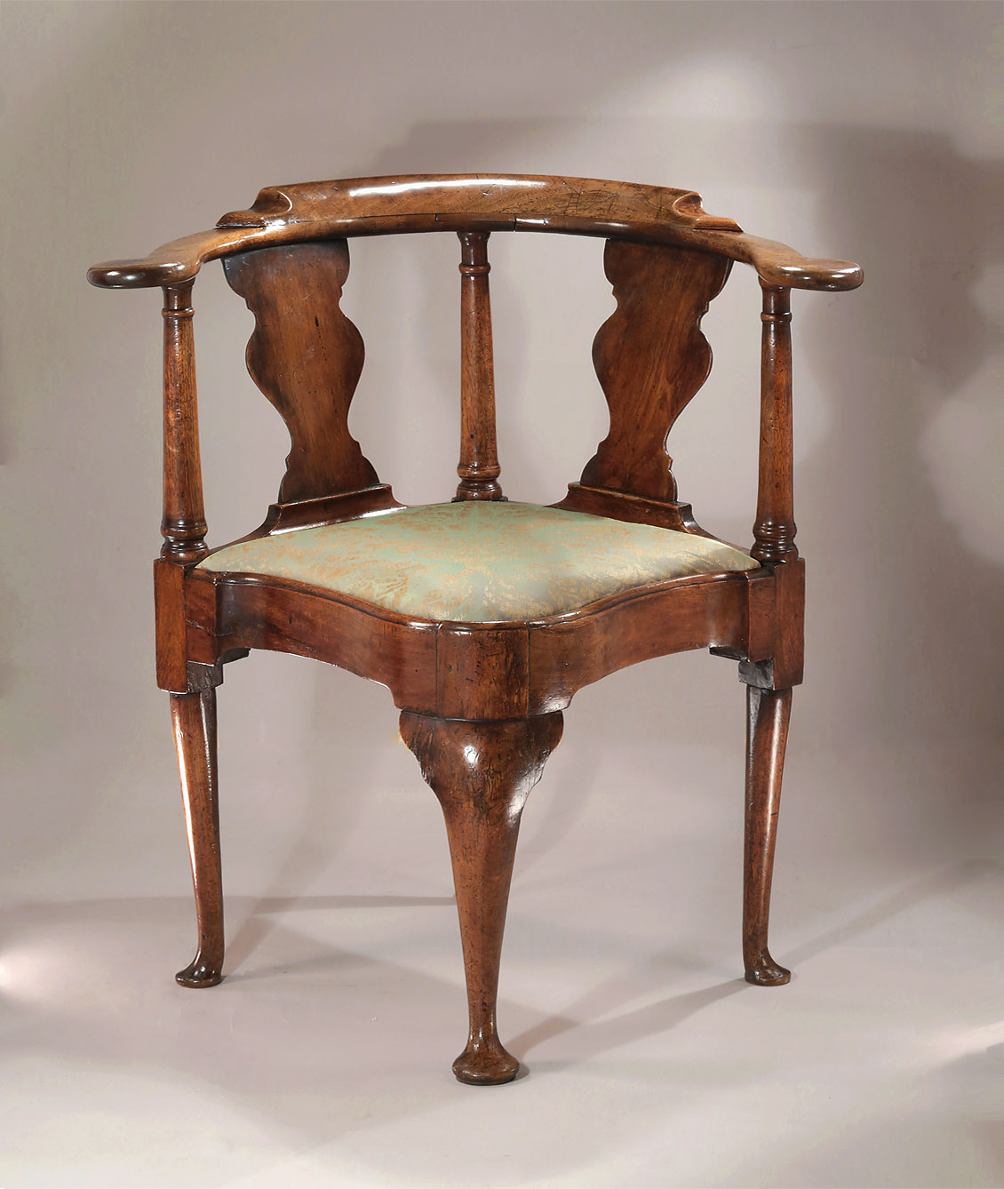 Queen Anne / George I Walnut Corner (Writing) Chair with Serpentine Seat, England, c1710-20
